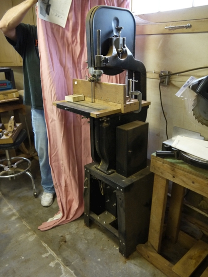 "Buffalo BP-VBS-14 - 14"" vertical wood cutting band saw"