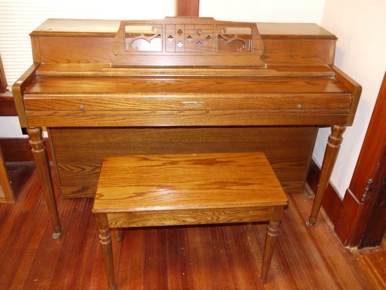 Wurlitzer piano, oak, sounds good, with bench, Model 2116