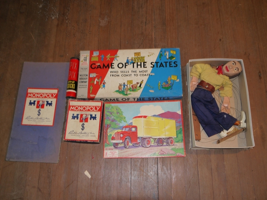Games: Pick-up Sticks, MB 4920 Game of the States, Monopoly with wood pieces, puppet