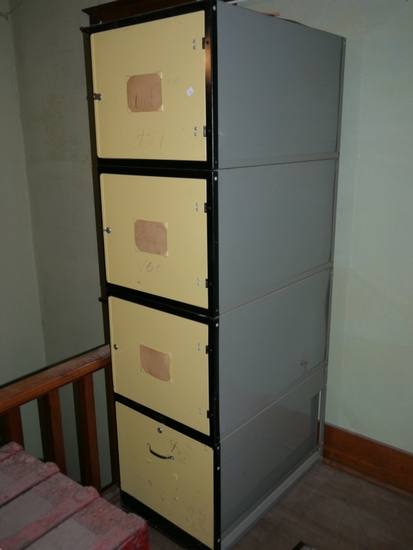 4 Stack metal storage locker with 2 keys