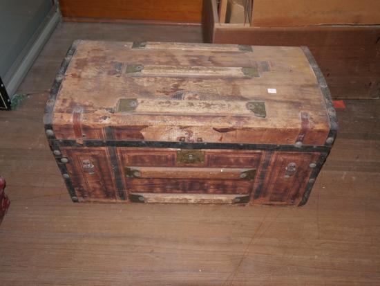 Wood trunk, rough