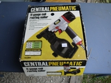 Central Pneumatic 11 gauge coil roofing nailer with box & booklet #68024