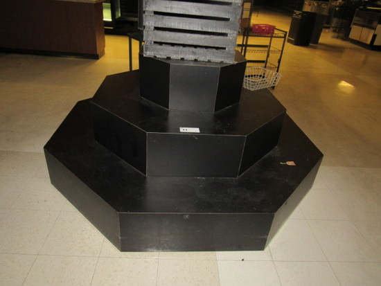 OCTAGON TIERED DISPLAY