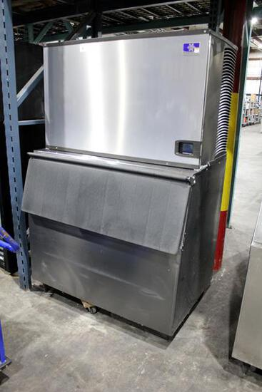 MANITOWOC IYT1900W-261 1900 LB. SELF-CONTAINED WATER-COOLED ICE MAKER WITH BIN