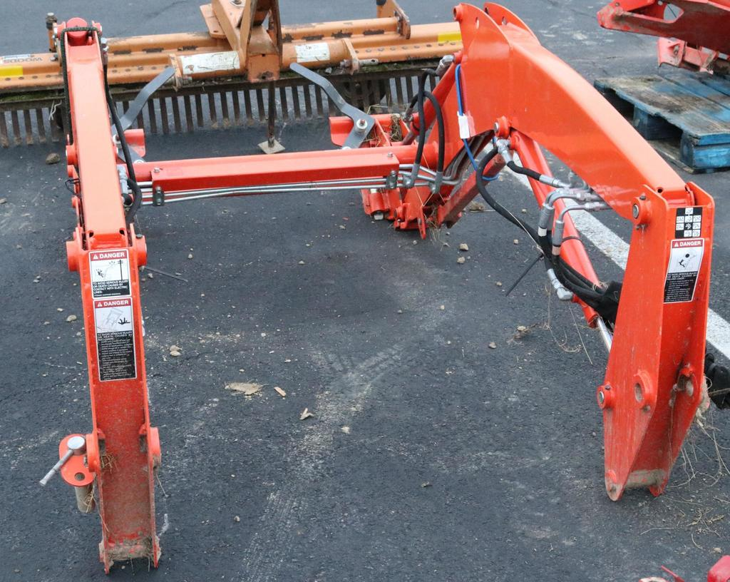 Lot: Kubota LA 524 Front end loader attachment with quick