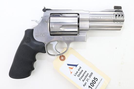 Smith & Wesson 500 double action revolver.