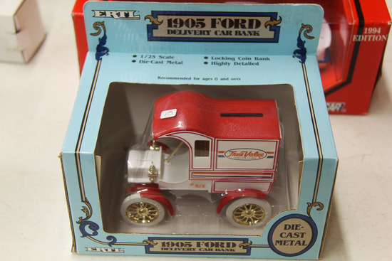 1/25 ERTL 1905 Ford Delivery Car Bank,