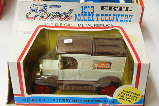 1/25 ERTL 1913 Ford Model T Delivery Bank