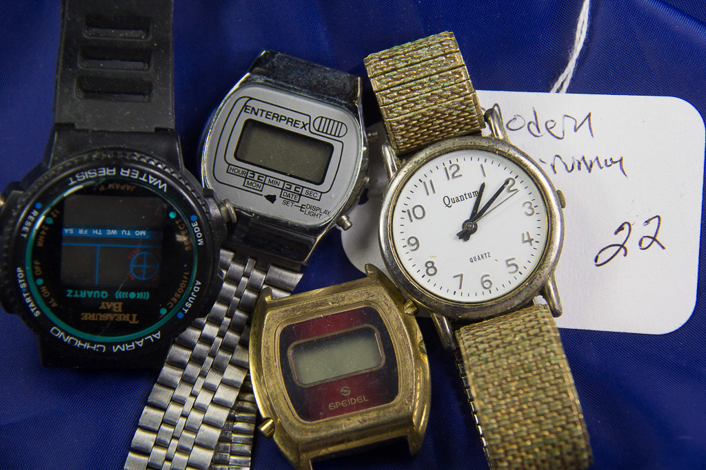 LOT OF 4 MODERN WRIST WATCHES - NON RUNNING