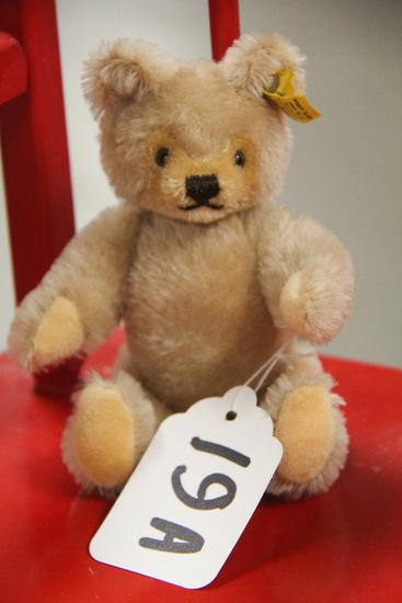 "8"" Steiff Bear"