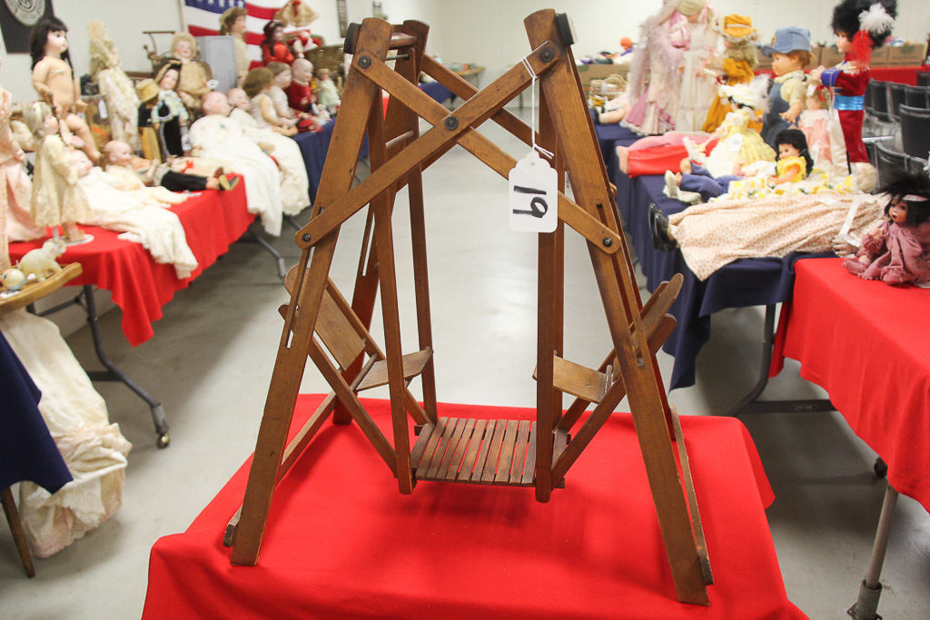 """24"""" Wooden Doll Swing, LOCA PICK UP ONLY"""