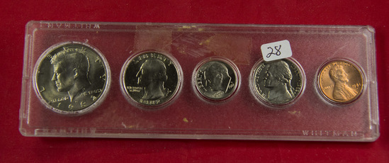 1982-D MINT SET IN PLASTIC CASE