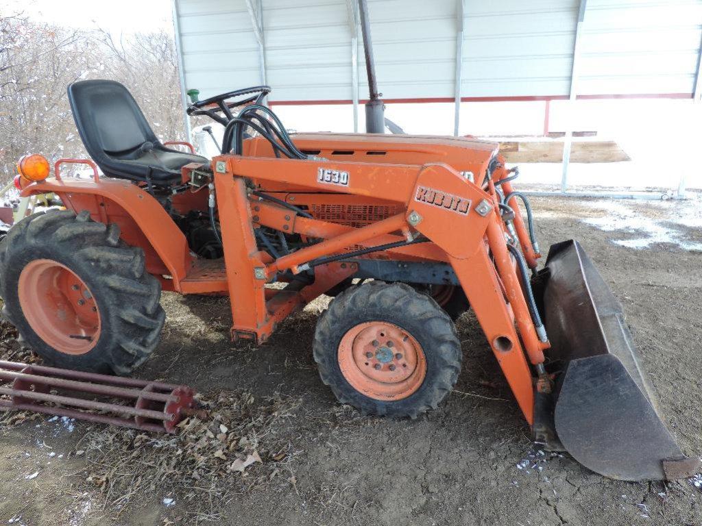 1985 Kubota B7200 4 wheel drive tractor with 1630 bucket. 7390 hours, SN  B7200D6028