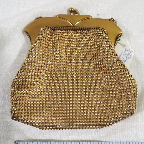 Vintage Whiting Davis purse in excellent condition.