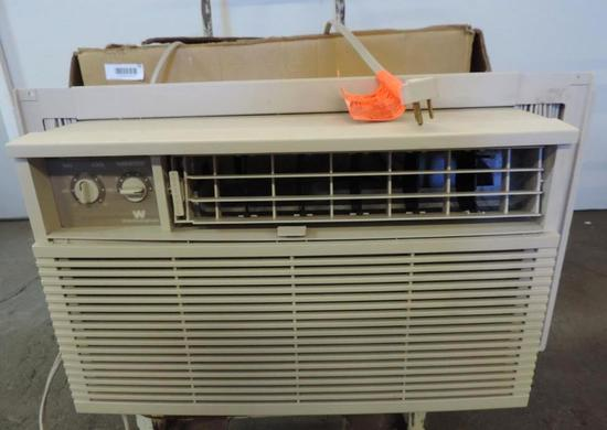 White Westnghouse 8000BTU AC unit with original box (tested operable).