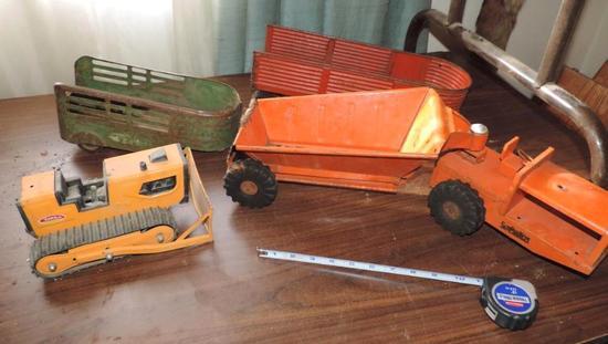 Structo / Tonka tractors lot.