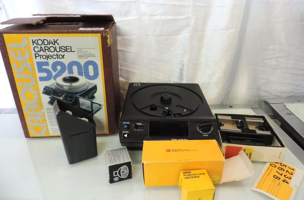Lot: Kodak Corousel 5200 projector with box and accessories