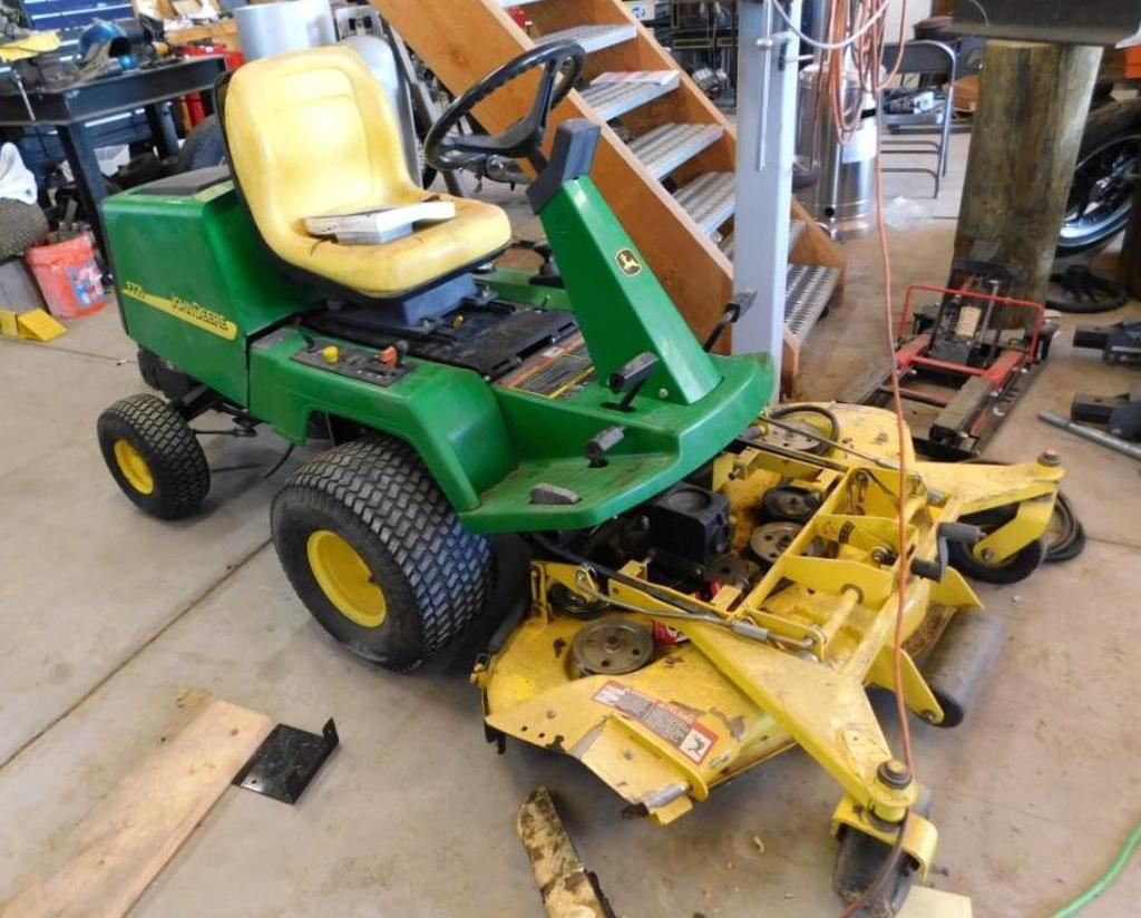 John Deere F725 riding lawn mower