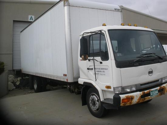95 UD (Nissan) 2300 Truck w/ 26' Box and Lift Gate