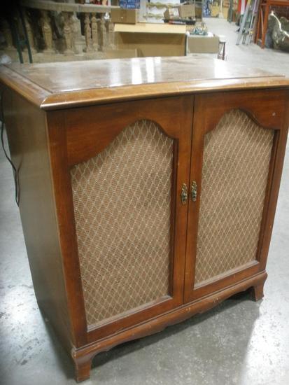 Old School RCA Victor Record Player/Radio Consol