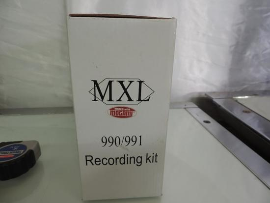 NOS MXL 990/991 recording kit.