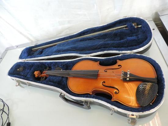 Karl Knilling 8kt 3/4 violin with bow and case.