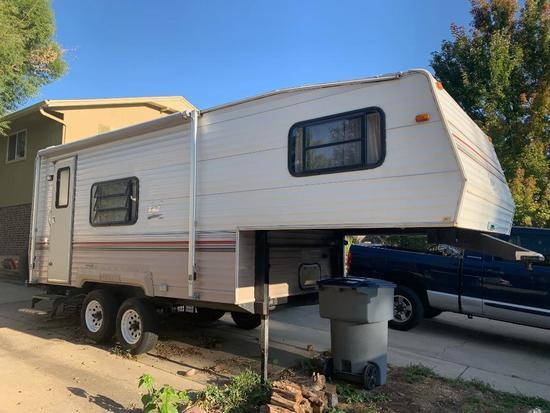 1993 24' Skyline Nomad 5th wheel camper trailer