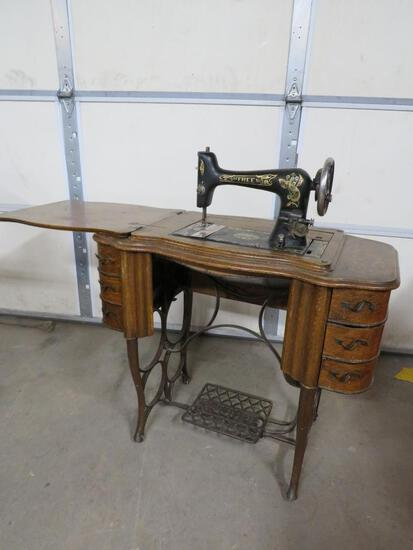 Free Sewing Machine Co. Machine and Table
