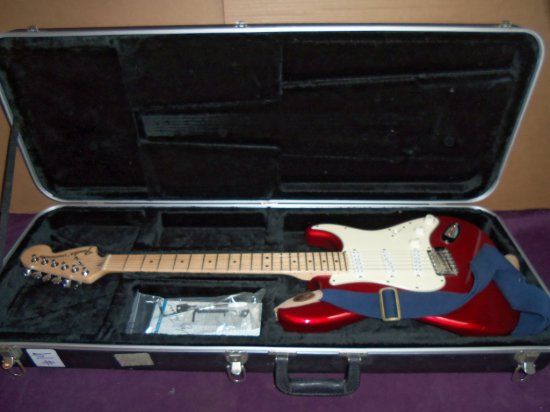 """""""FENDER """" STRATACASTER HWY 1 (EVERYTHING AXE)   [CANDY APPLE RED]"""
