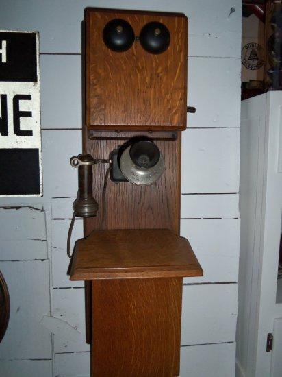 VINTAGE WALL HUNG PHONE