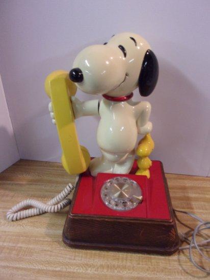 """SNOOPY "" ROTARY PHONE"