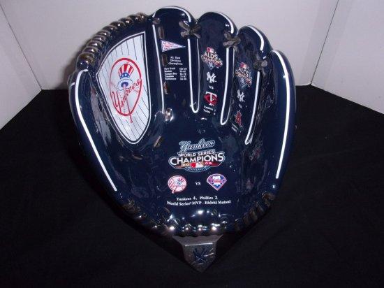 2009 Yankees World Series Glove Statue