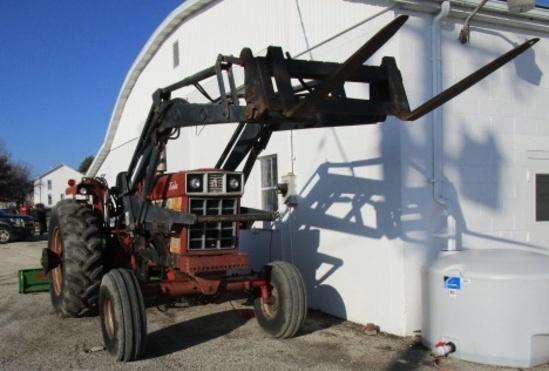 International 1566 Diesel Tractor W/ Loader