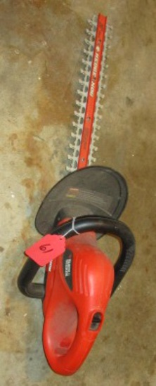 BACK AND DECKER HEDGE TRIMMER