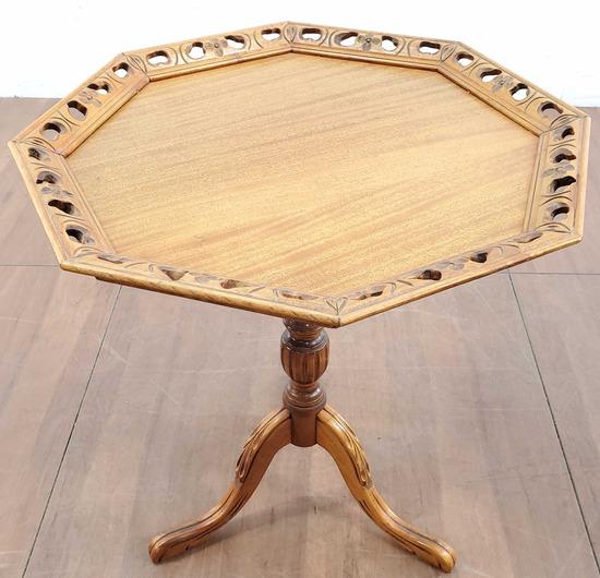 Vintage Pie Crusted Oak Pedestal Table