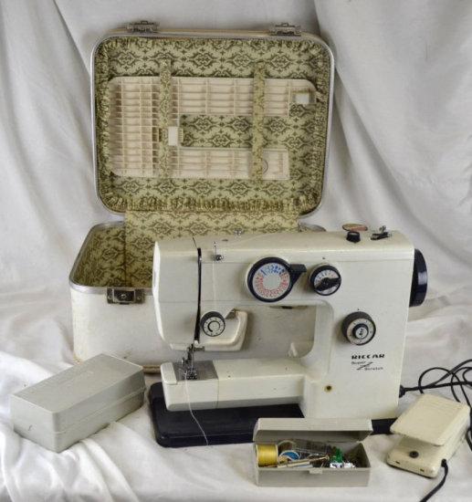 RICCAR 2600 Sewing Machine w/ Accessories